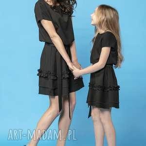 sukienki komplet sukienek z ozdobną falbanką, model 30, czarny