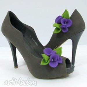 Klipsy do butów - filcowe bratki fioletowe z zielenią ozdoby