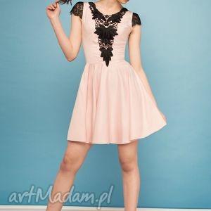 handmade sukienki sukienka rozkloszowana z czarną koronką rz