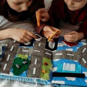 handmade zabawki timosimo - książeczka sensoryczna quiet book dla chłopca od