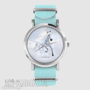 Prezent Zegarek, bransoletka - Biały koń biegnący niebieski, nato, zegarek