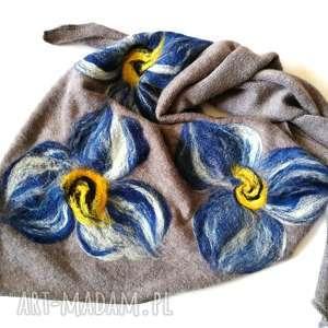 handmade chustki i apaszki szara chusta wełniana, elementy filcowane to wełna merynosów