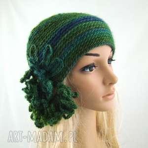 czapka w zieleniach z ozdobą, czapka, czapeczka, zimowa, prezent, oryginalna