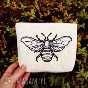 kosmetyczka z haftem pszczoły, kosmetyczka, pszczoła, saszetka, piórnik,