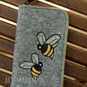 hand made etui filcowe na telefon - pszczółki