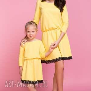 sukienka z ozdobną koronką mama tm1, kolor żółty, sukienka, lekko, rozkloszowana
