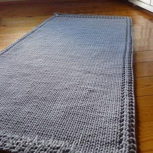dywan dziergany prosty, styl skandynawski, ze sznurka, knitting