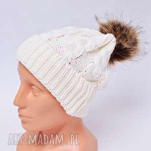 czapka z pomponem biała - czapka, czapka z pomponem, pompon, zima, ciepła czapka