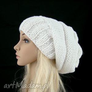 Prezent śnieżnobiała:) czapa, czapka, śnieg, śnieżnobiała, wisząca, prezent