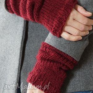 Bordowe rękawki, dziergane, wełna, płaszcz