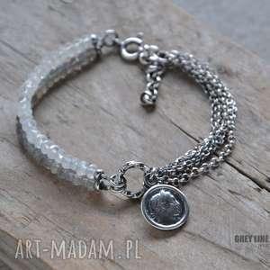 Bransoletka z kamieniem księżycowym i labradorytem, srebro, zawieszka, moneta