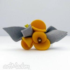handmade broszki broszka - filcowe bratki - żółte z szarością