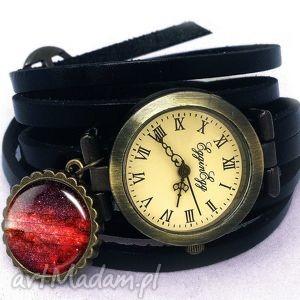czerwona nebula - zegarek bransoletka na skórzanym pasku - skórzana
