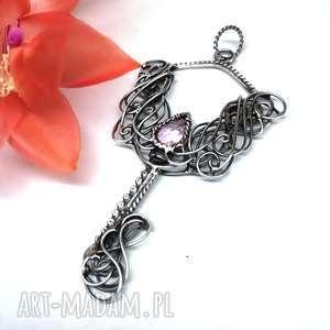 hand-made wisiorki kluczyk z różowym kwarcem
