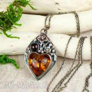 handmade wisiorki bursztynowe serce w kwiatach naszyjnik srebrny a701