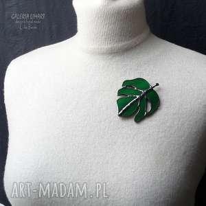 ręcznie zrobione broszki broszka cudna. liść monstery ze szkła. prezent