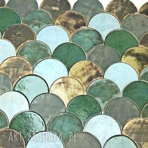ceramika kafelki łuski ręcznie robione tonąc w zieleniach