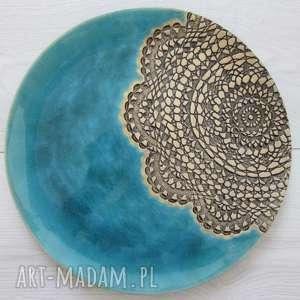 Turkusowa dekoracyjna patera z koronką ceramika ana talerz