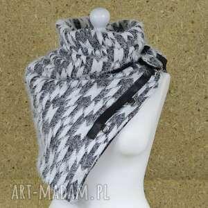 ręcznie wykonane szaliki ciepły szal, biały z czarnym ze skórzanymi zapinkami, ponczo