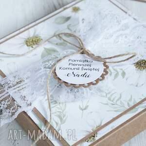 pudełko i kartka pierwsza komunia święta zaproszenie, rustykalne