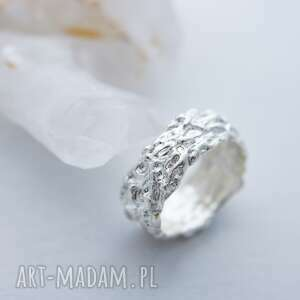 anna kaminska srebrna męska obrączka z fakturą, obrączka