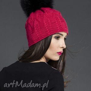 Czapka z futrzanym pomponem, czapka, valentimo, pompon