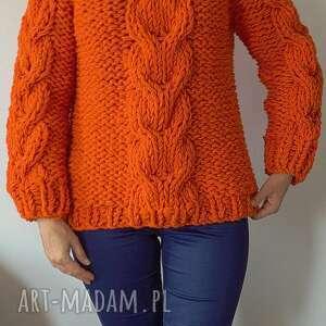 prezent na święta, orange chunky, sweter, warkocze, dziergany, pomarańczowy