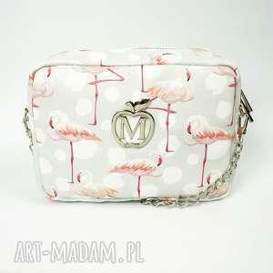 Chanelka w flamingi listonoszka na łańcuszku z kieszonką od Manzana, manzana, torebka