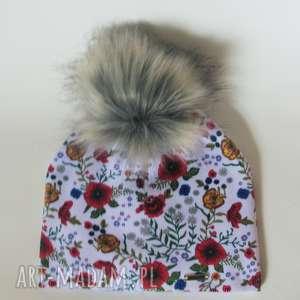 czapka beanie pompon z futra - kwiaty, prezent, pompon, urodziny, czapa, nadruk