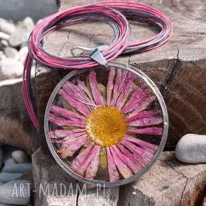 Prezent Naszyjnik z suszonym kwiatem w żywicy z34, naszyjnik-z-kwiatów