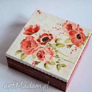 pudełko z anemonami, pudełko, anemony, czerwień, domek, romantyczne, ludowe