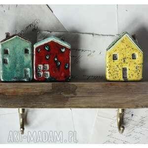 wylegarnia pomyslow wieszak z domkami na obladrze, ceramika, wieszak, drewno