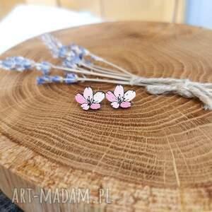 kolczyki różowe kwiaty, różowe, drewno, stal chirurgiczna