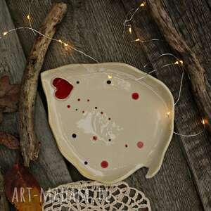 handmade ceramika talerz liść z sercem