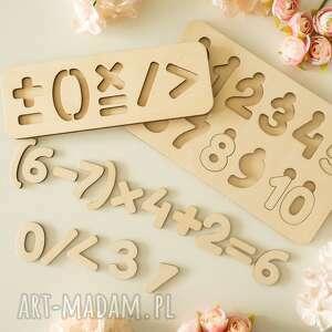 Drewniana układanka - cyfry i znaki działań zabawki biala