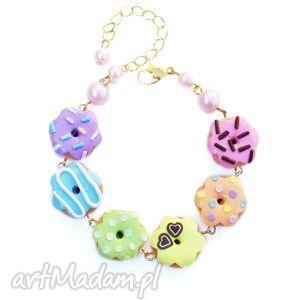bransoletka z pastelowo-tęczowymi pączkami, bransoletka, donuty, pączki, modelina