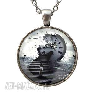 handmade naszyjniki uciekający czas - duży medalion z łańcuszkiem