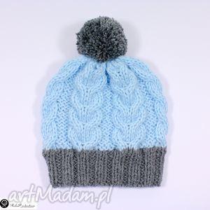 czapka janoniebieska z szarym pomponem - czapka, pompon, warkocze, dziergana, akryl