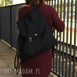 plecak troczek czerń, vegan, torebka, simple, casual, bagaż, podróż, świąteczny