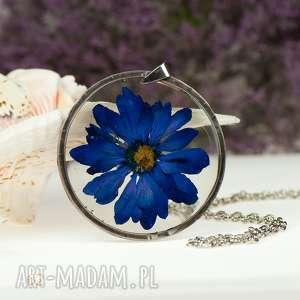 z62 naszyjnik z suszonymi kwiatami, herbarium jewelry, kwiaty w żywicy