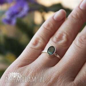 labradoryt klasycznie, labradoryt, srebrny, pierścionek, klasyczny, delikatny