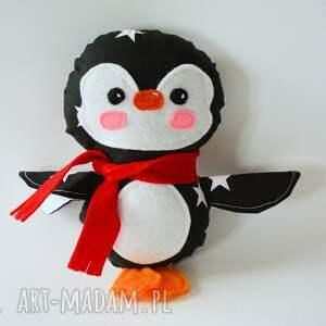 świąteczny prezent, pingwinek adaś, pingwinek, pingwin, dziecko, maskotka, gwiazdka