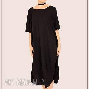 mała czarna sukienka elegancka, prosta, duża, plussize, minimalizm