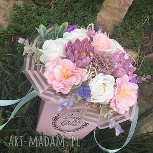 pod choinkę prezenty, box flowers with soap, prezent, pudełko, róże, super