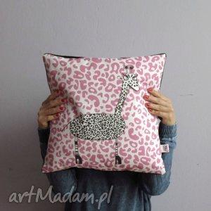 giraffe poduszka dekoracyjna z autorską grafiką , jasiek, poduszka, żyrafa, panterka
