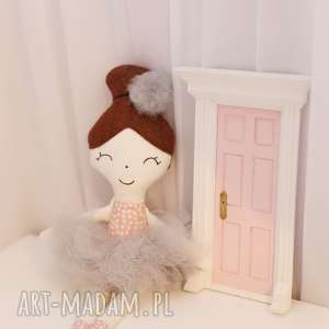 lalka ręcznie robiona melania szare dodatki - bawełna