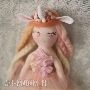 Tęczowa Bajka - Lalka Morella, lalka, bajka, pelerynka, jednorożec, jednorozec