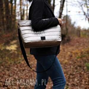 na ramię lekka i poręczna platynowa pikowana torba, torba, torebka