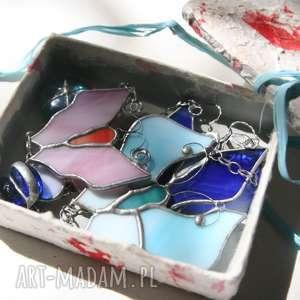 Różano-błękitne motyle witrażowe witraże pi art witraż, motyl,