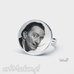 pierścionek dali, salvador, artysta, malarz, surrealizm, portret, zegary